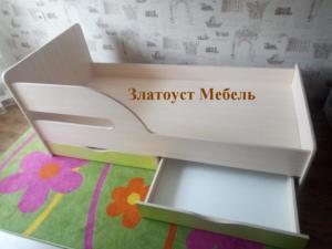 Кровать детская с выкатными ящиками, 11000 рублей.