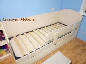 кровать детская с выдвижными ящиками