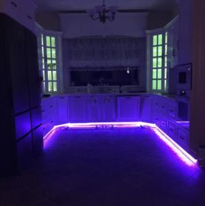 Кухня с подсветкой многоцветовой